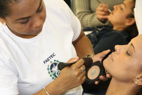 Curso de Maquiagem FAETEC 2018